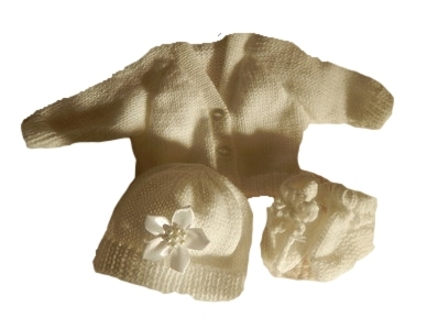 infant baby burial clothes  cardigan hat bootees WHITE machine knit 2-3lb