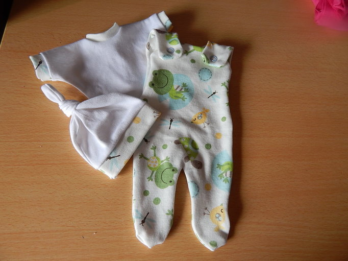 Smallest boys stillborn baby burial clothes FROGGIE AND PALS born 23-24 week