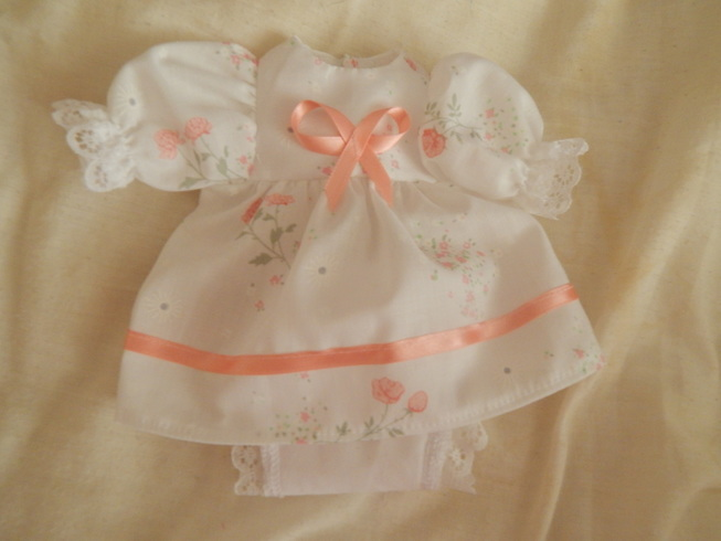 tiny girls baby burial gown dress set DOTTIES GARDEN 0-1lb born  23-24 weeks