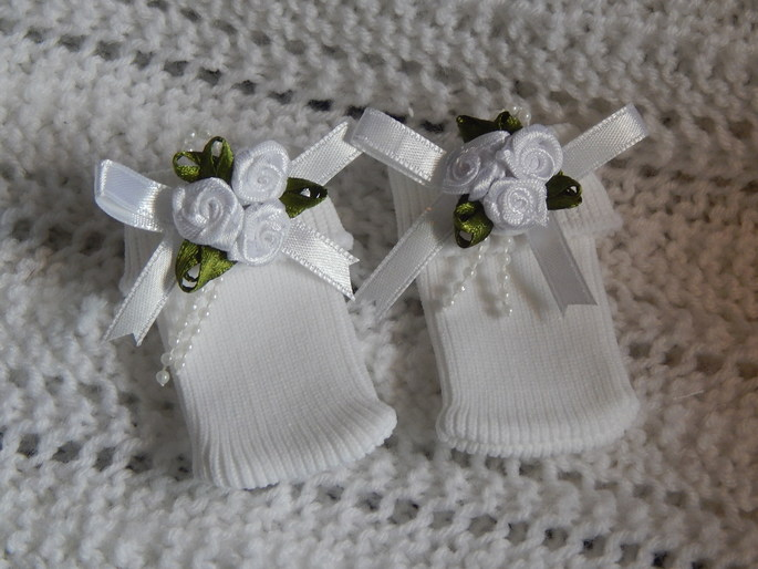 smallest baby socks infant burial clothes 1-2lb CONTENTED CHILD in white