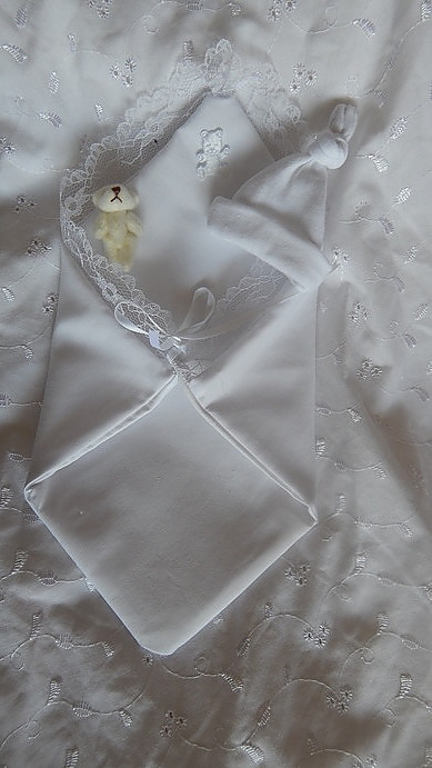 baby loss fetal demise pouch WHITE unisex babies born 16- 17 week micro