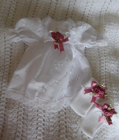 cute baby burial gown dress with tiny socks Size 0-1lb DUSKY PINK ROSES