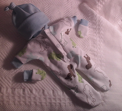 need boys stillborn baby clothes babies burial DINOLAND born 23-24 weeks