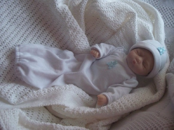 micro sized girls baby burial gown set GOODNIGHT SLEEPTIGHT born 16-18 weeks